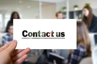 vizitka s kontaktnimi podatki